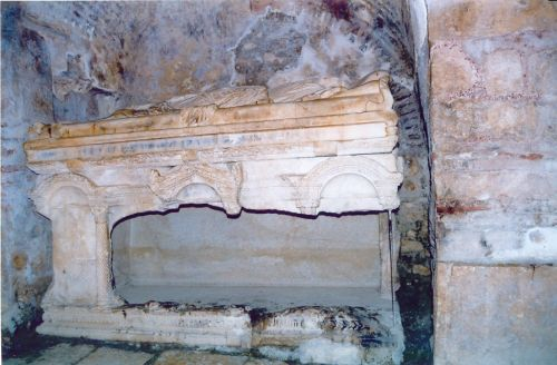 St Nicholas's tomb at Myra (from http://www.obgtravel.com/DemreE.htm)