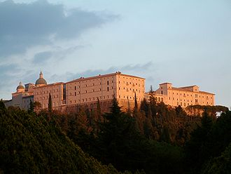 330px-Monte_Cassino_Opactwo_1