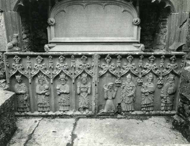 Tomb depicting the three magi at Strade