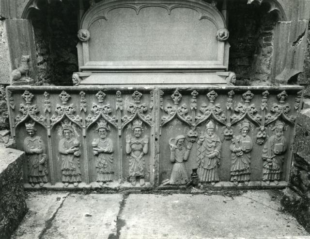 Tomb depicting the three magi at Strade