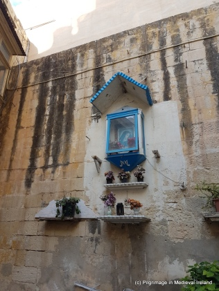 Niche with image of Blessed Virgin at Sqaq Guaz Fava, Sliema
